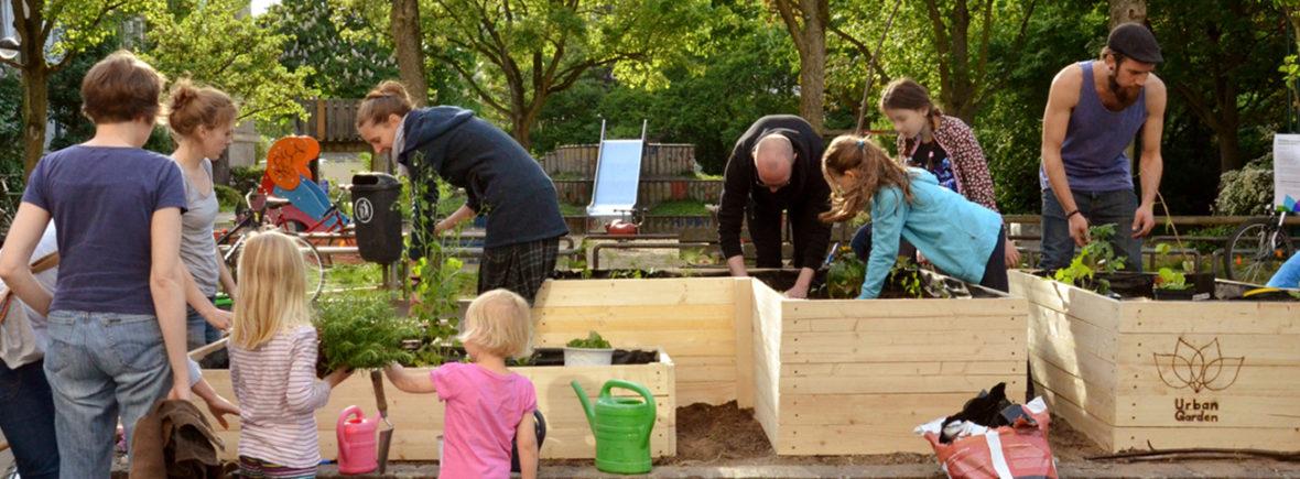 Gemeinschaftliches Gärtnern am Hochbeet